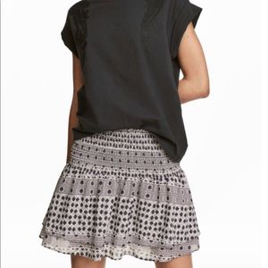 H&M patterned ruffled mini skirt